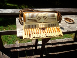 Yardsale Accordion: This keyboard cannot be fixed without expensive replacement parts